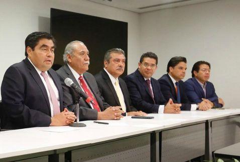 12 senadores analizan renunciar al PRD, formarían bloque de izquierda