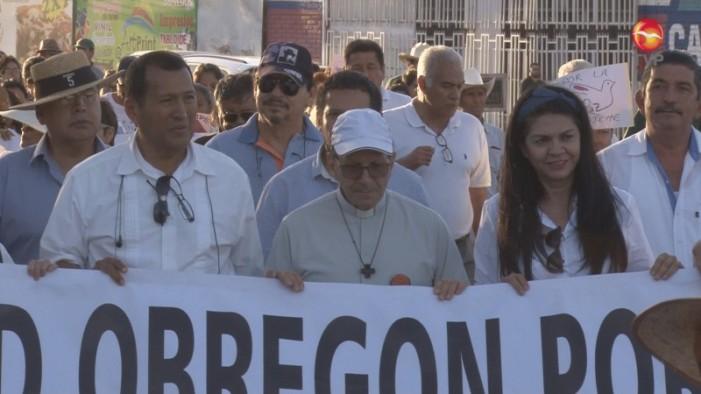 Alejandro Solalinde y Yaquis marchan contra la violencia de crimen organizado