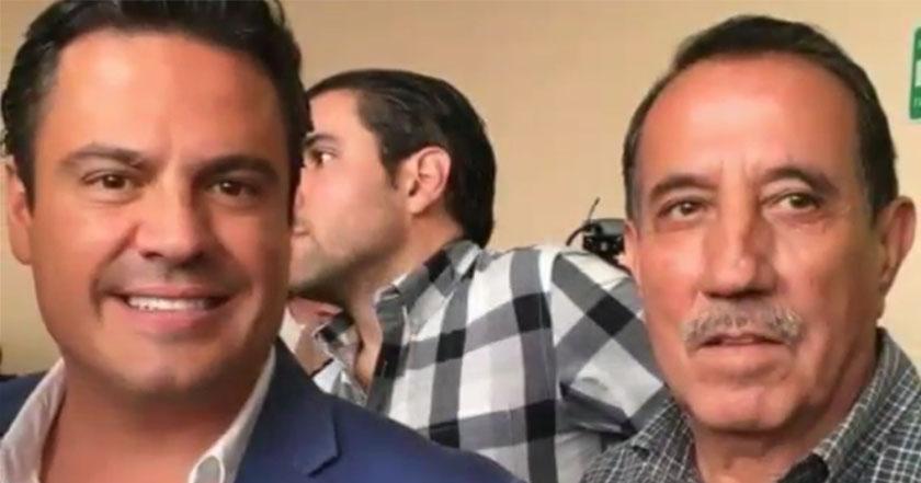 El presidente municipal de Tala, Jalisco, Aaron César Buenrostro Contreras (izquierda) con el acusado de acoso, Jalisco Salvador Eduardo Andalón Rivera (derecha).