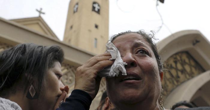 Estado Islámico se atribuye atentados contra iglesias en Egipto (Videos)