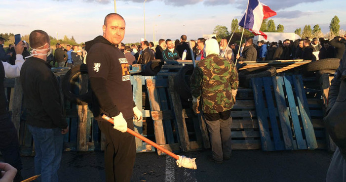 Se enfrentan 350 guardias de prisión con la Policía francesa