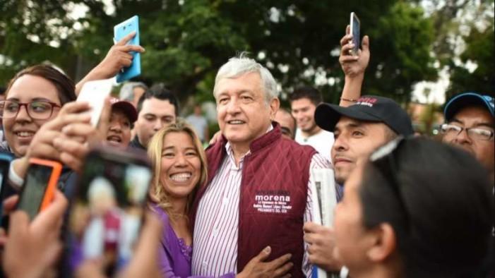 Empresarios se reúnen con Peña Nieto y le piden frenar a López Obrador