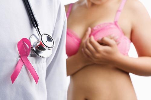 Jóvenes presentan dispositivo en brasier para detectar cáncer de mama