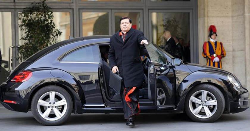 cardenal norberto rivera denuncia opulencia riqueza carro automóvil iglesia pobres pobreza