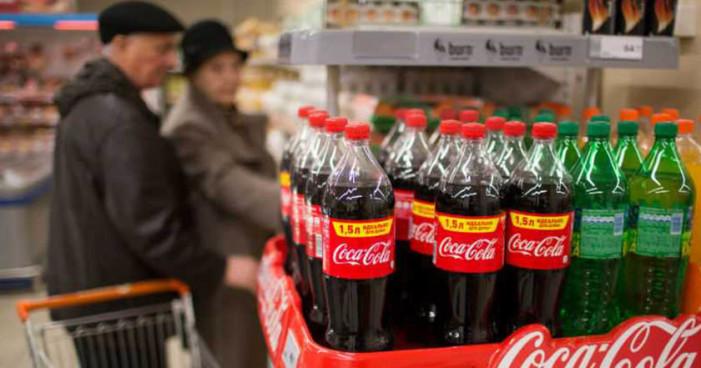 Coca-Cola registra caída de 20% en ganancias, despedirá a mil 200 empleados