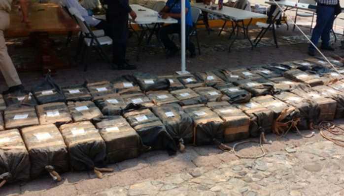 Detienen a sudamericanos y mexicanos que transportaban cocaína en una lancha