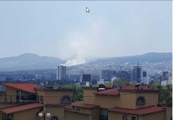 Incendio de gran magnitud se reporta sobre la Picacho-Ajusco