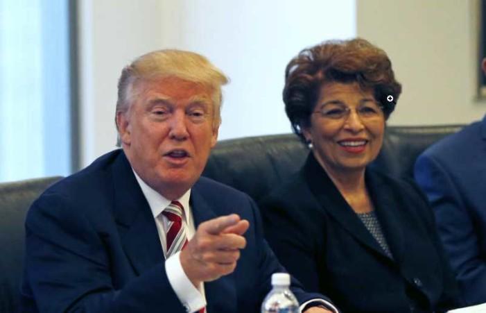 Nombra Trump a mexicoamericana como tesorera de Estados Unidos