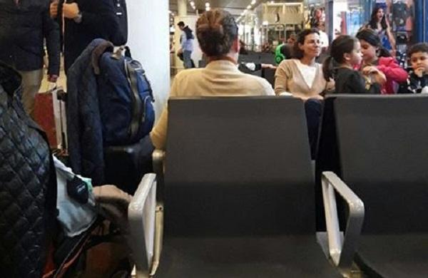 karime macías en el aeropuerto.