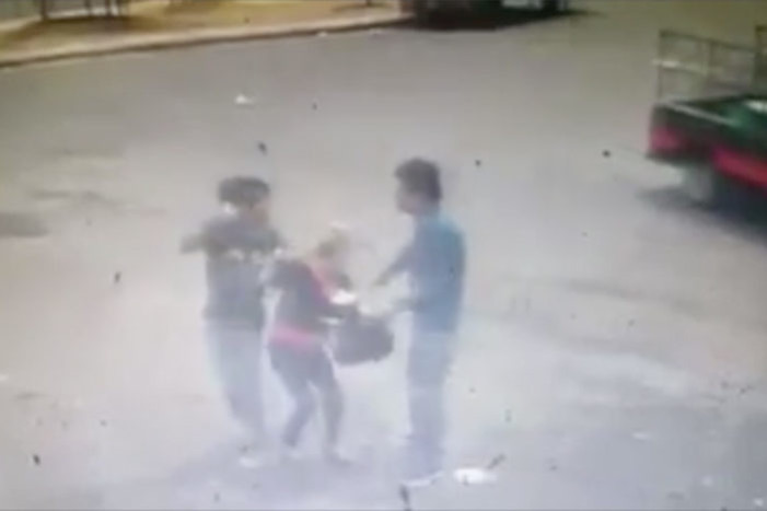 Asaltante dispara a cómplice por accidente cuando asaltaba a una mujer