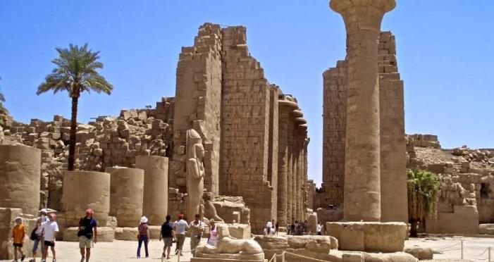 Descubren 6 momias en una tumba faraónica cerca de Luxor