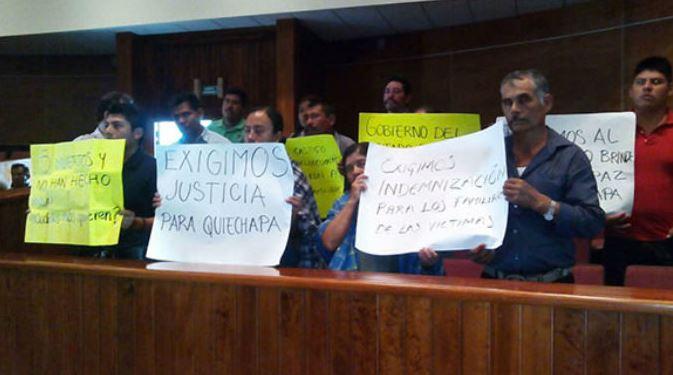 Recriminan a Alejandro Murat por matanza de 5 personas