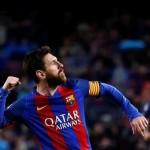 Barcelona goleó al Osasuna con doblete de Messi y él fue homenajeado
