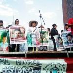 Marcharon padres de los 43 desaparecidos por 31 meses sin justicia