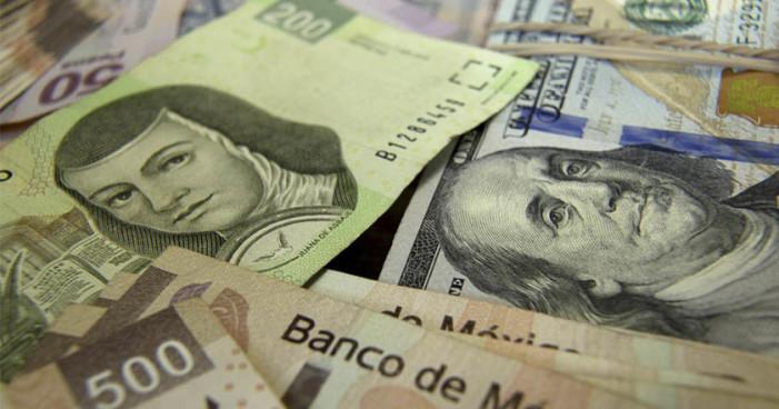 Con todo y subastas de Banxico el peso perdió 15 centavos