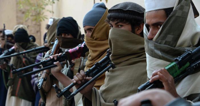 Al menos 148 muertos tras ataque talibán contra base militar de Afganistán