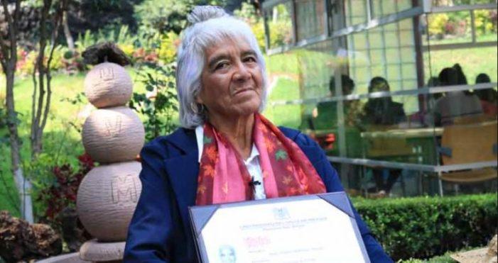 María Dolores tiene 80 años y tres títulos universitarios