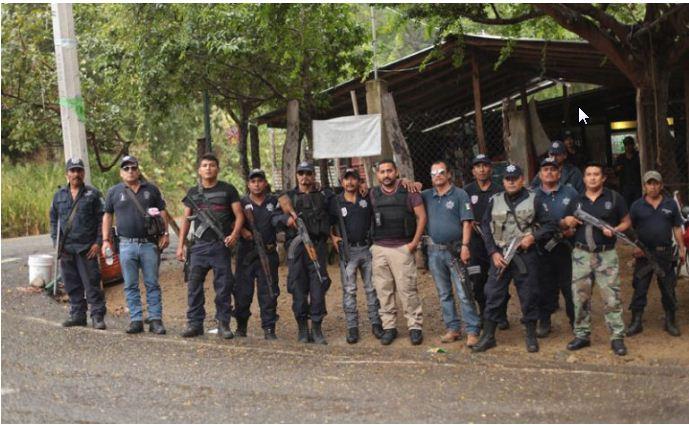 Liberan a 16 autodefensas de Michoacán presos desde 2014
