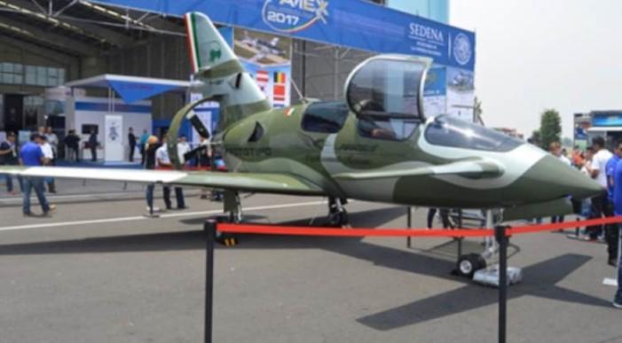 Jóvenes oaxaqueños diseñan avión