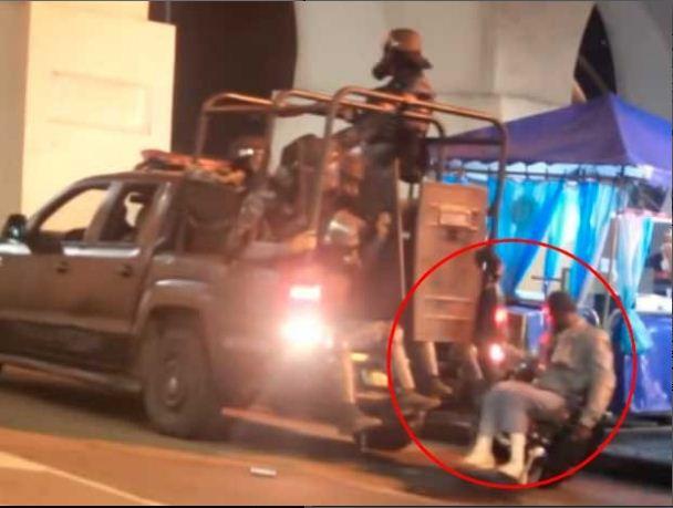 Policía de Brasil atropella a manifestante en silla de ruedas (VIDEO)