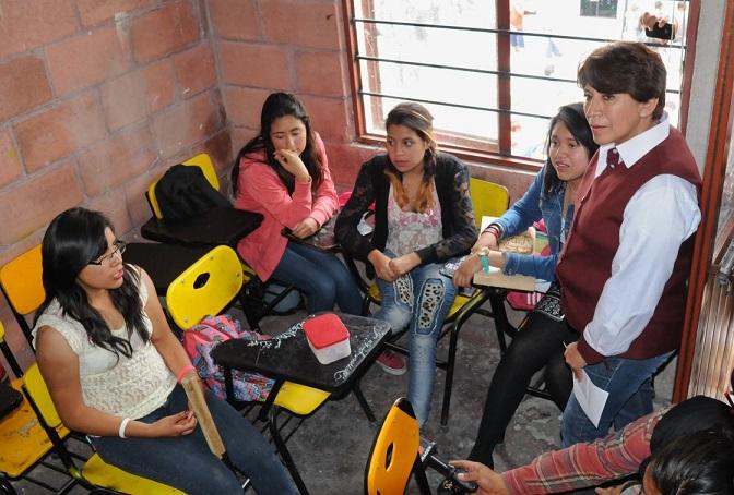 Delfina Gómez promete prepas y universidades a jóvenes en el Edomex