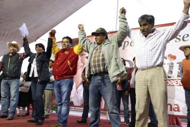 Su candidato no declina pero 1500 líderes del PT se suman a Delfina Gómez