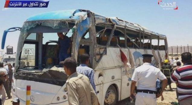 Al menos 29 murieron en ataque contra cristianos en Egipto; éste respondió con bombardeo a Libia