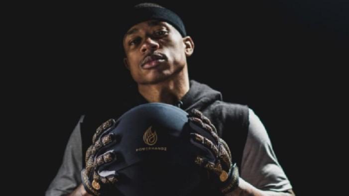 Pierde jugador de básquetbol diente durante juego (VIDEO)