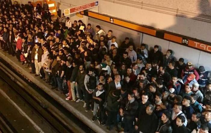 Paro de trabajadores en la Línea 7 del Metro, provoca caos esta mañana