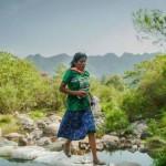 Calzando huaraches, mujer tarahumara ganó ultramaratón en Puebla
