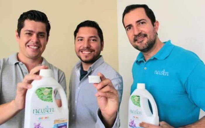 Jóvenes mexicanos crean detergente que evita el enjuague