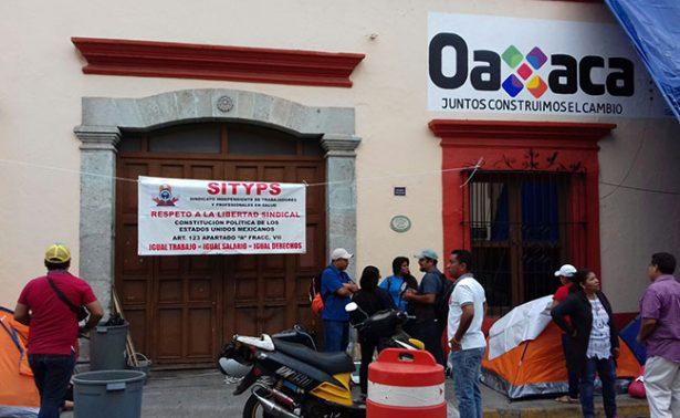 Trabajadores de salud de Oaxaca se declaran en paro indefinido