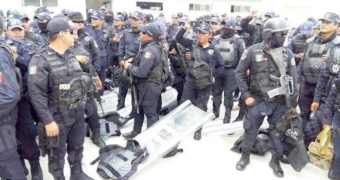 En paro más de 600 policías de guerrero, exigen destitución del titular