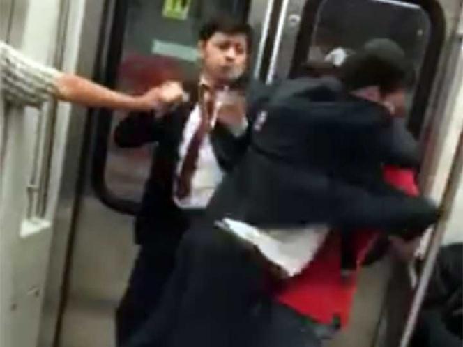 Cuatro hombres protagonizan 'pelea godín' en el Metro (VIDEO)