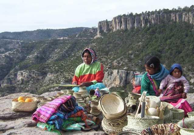 Para aprovecharse de sus tierras, autoridades declaran inexistente a comunidad rarámuri