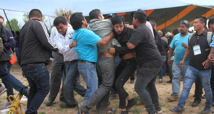 Golpean a ombudsman de Oaxaca en aniversario de Nochixtlán