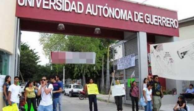 Funcionarios de la UAG desviaron recursos de becas para estudiantes