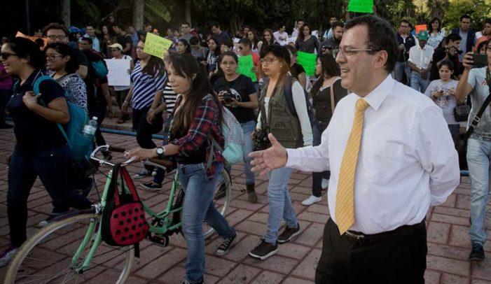 """Detectan maestros """"piratas"""" en Escuela de Bachilleres de la UAQ"""