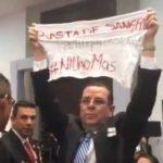 Álvaro Delgado protesta contra asesinatos de periodistas en acto de Peña Nieto
