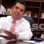 Exhiben a panista ofreciendo 'limpiar' cuentas de alcaldes en San Luis Potosí