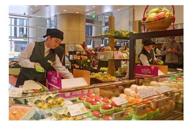 En Japón la fruta se ha convertido en artículo de lujo, melones cuestan más de 4 mil pesos