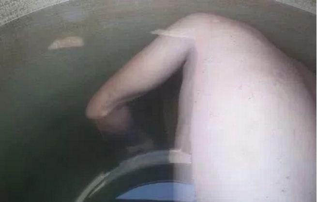 Cadáver de un hombre fue encontrado por su padre en un tinaco de su casa en Neza