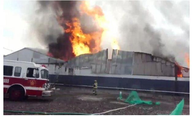 Reportan incendio de bodega de vinos en Iztacalco, desalojan a mil 500 personas