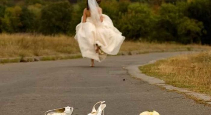 Autoridades hostigan a joven casada a la fuerza para que regrese con su marido