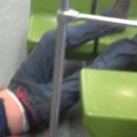 Hombre muere en el Metro tras sacar la cabeza por la ventana y golpearse con letrero