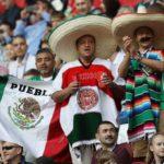 Aficionados mexicanos son expulsados de estadio por grito de 'eh pu…'
