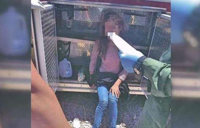 Sobrevive de milagro tras ser abandonada en pequeña cabina por 'coyotes'