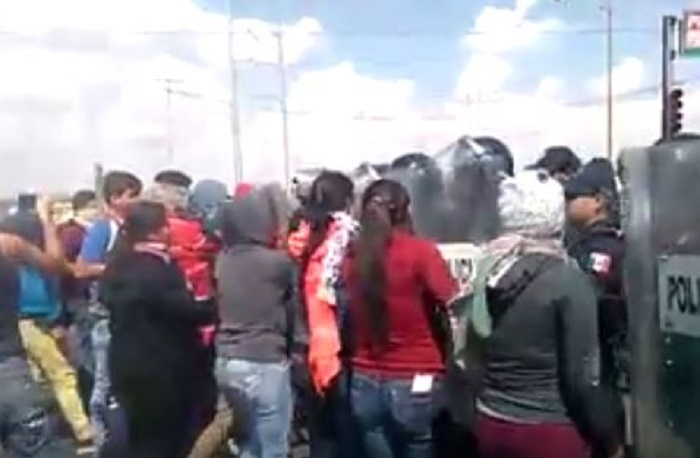 Reprimen a alumnas de Normal Rural por protestar contra cambios en su convocatoria (VIDEO)