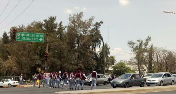 Normalistas de diversos estados respaldan a sus compañeras en Aguascalientes