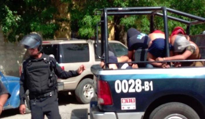 Disparan contra autobús de normalistas de Michoacán que apoyan a compañeras en Aguascalientes